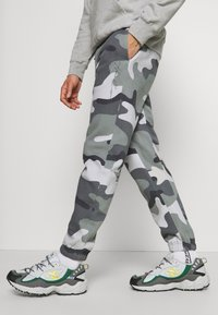 Hollister Co. - Tracksuit bottoms - green camo - 3