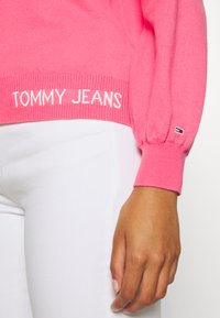 Tommy Jeans - FINE CREW NECK SWEATER - Jumper - glamour pink - 5
