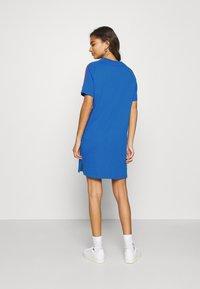 adidas Originals - STRIPES SPORTS INSPIRED REGULAR DRESS - Vestido ligero - bright royal - 2