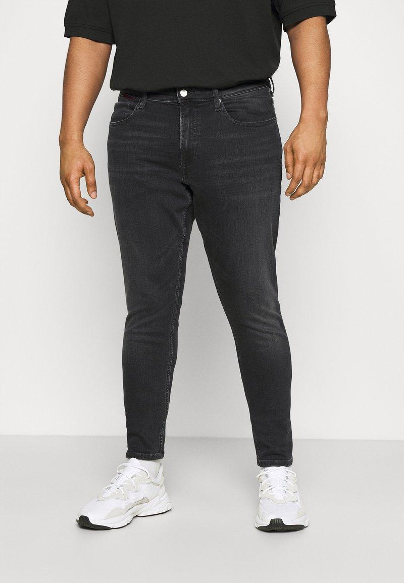 Tommy Jeans Plus - Slim fit jeans - black denim