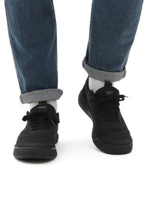 UA ULTRARANGE RAPIDWELD - Sneakers - black/marshmallow
