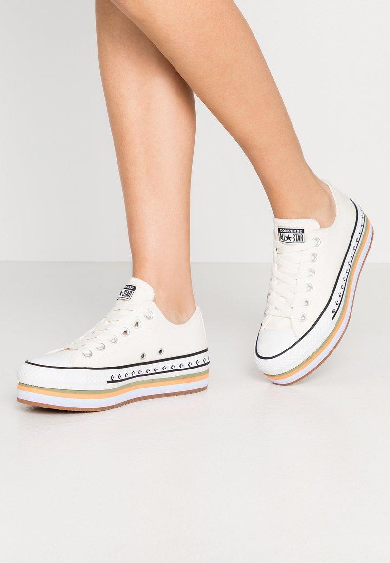 Converse - CHUCK TAYLOR ALL STAR PLATFORM LAYER - Sneakers basse - egret/total orange