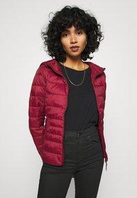 Vero Moda - VMMIKKOLA SHORT HOODY JACKET - Light jacket - cabernet - 0