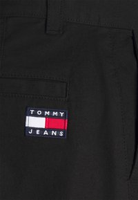 Tommy Jeans - ETHAN BLEND PANT - Chino - black - 5