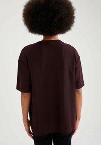 DeFacto - OVERSIZED - T-Shirt basic - bordeaux - 2