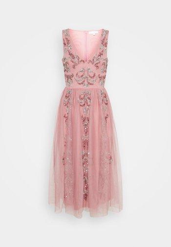 V NECK EMBELLISHED DRESS - Vestido de cóctel - heather rose