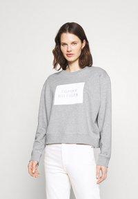 Tommy Hilfiger - RELAXED BOX  - Sweatshirt - light grey heather - 0