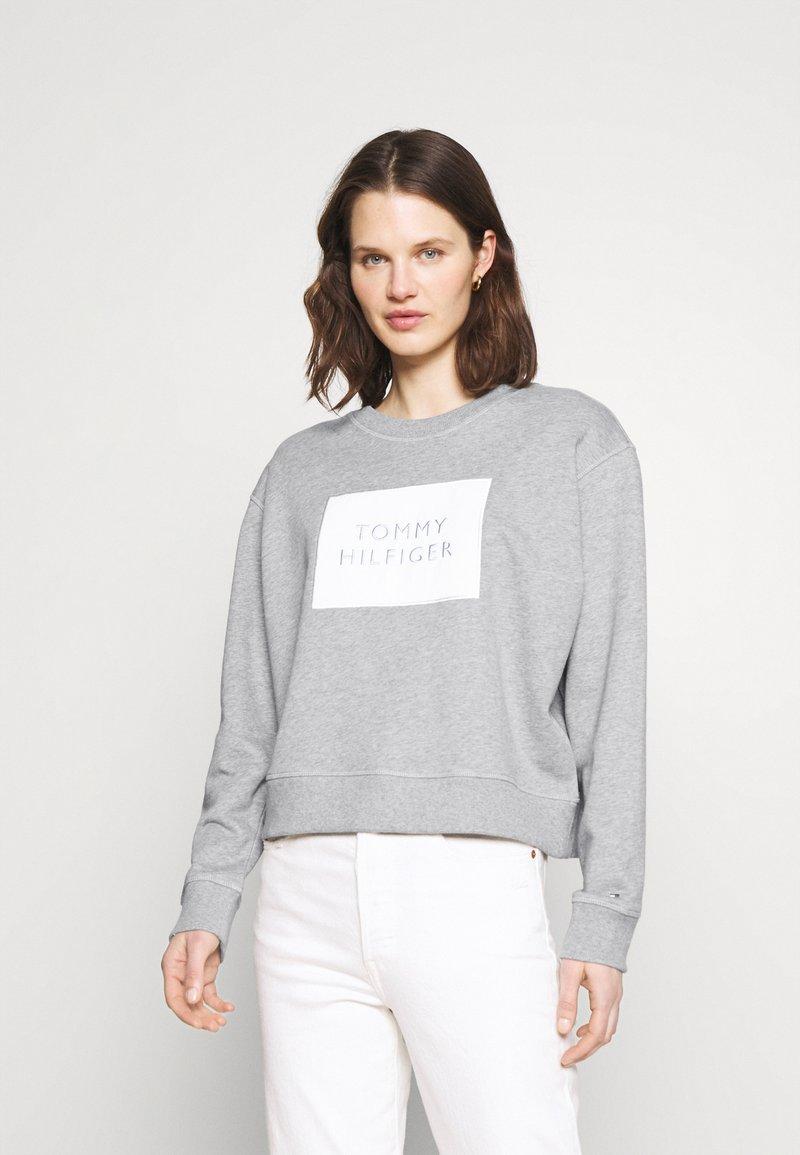Tommy Hilfiger - RELAXED BOX  - Sweatshirt - light grey heather