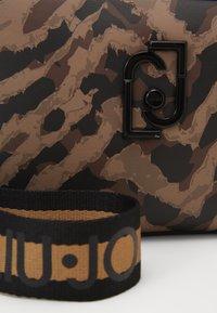 LIU JO - CAMERA CASE ZEBRA - Across body bag - multicoloured - 2
