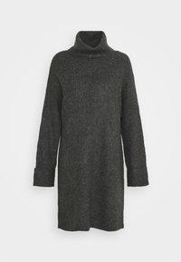 PLATED FUNN - Pletené šaty - charcoal