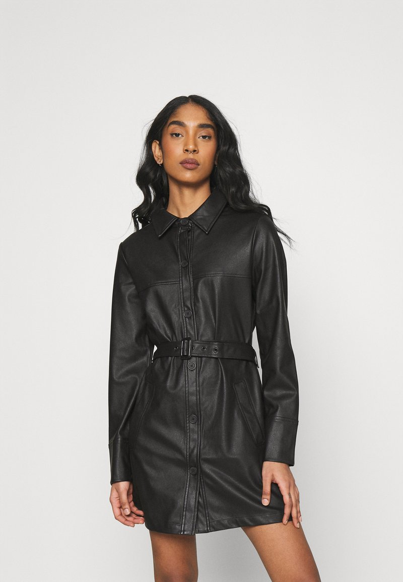 NA-KD - MATIAMU BY SOFIA BELTED MINI DRESS - Košilové šaty - black