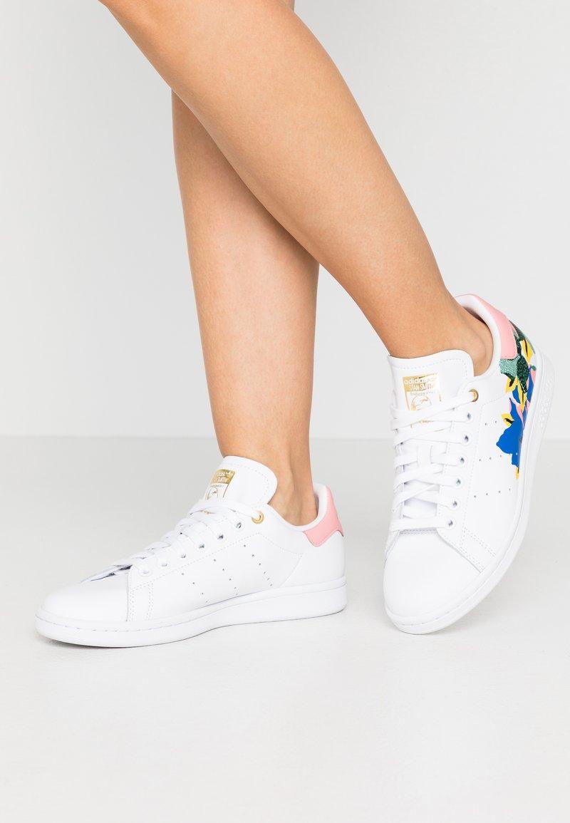adidas Originals - STAN SMITH  - Trainers - footwear white/glow pink/gold metallic