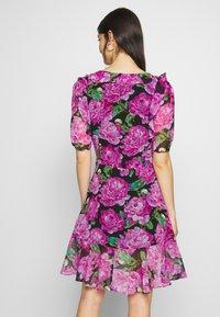 The Kooples - ROBE - Denní šaty - black/pink - 2