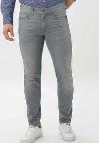 BRAX - STYLE CHRIS - Slim fit jeans - luminous grey used - 0