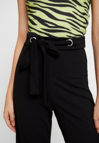 Missguided - STRETCH EYELET WIDE LEG TROUSER - Trousers - black - 4