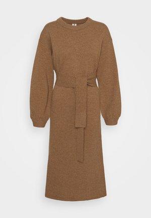 DRESS - Gebreide jurk - beige dark