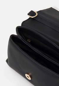 Pieces - PCDAMARA CROSS BODY - Skulderveske - black/gold - 2