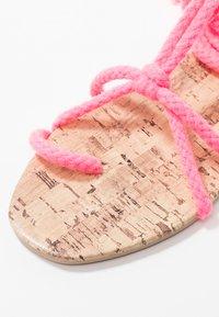 Public Desire - MOJITO - Sandály s odděleným palcem - pink - 2