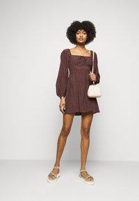 Faithfull the brand - SHANNALI MINI DRESS - Denní šaty - bonnie dot print - 1