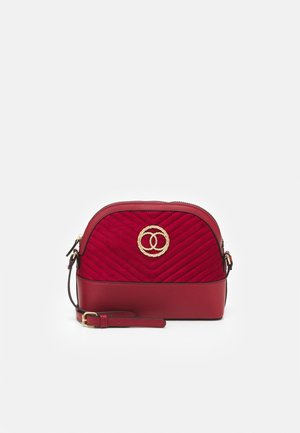 FLORA QUILTED KETTLE - Across body bag - bright red