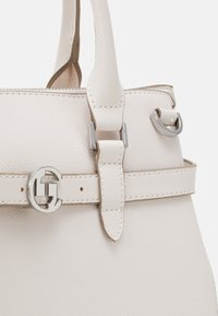 comma - TURN AROUND HANDBAG - Handbag - offwhite - 3