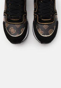 Guess - AGOS - Trainers - brown/ocra - 5