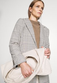 Anna Field - Diagonal jumper with grown on collar - Jumper - dark beige - 3