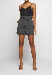 Vero Moda - VMEVA PAPERBAG  - Shorts - phantom - 0