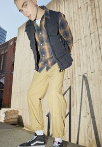 Dickies - GLYNDON PANT - Cargo trousers - dark khaki - 1