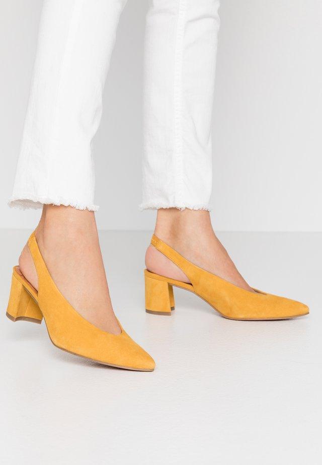 Klassiske pumps - saffron