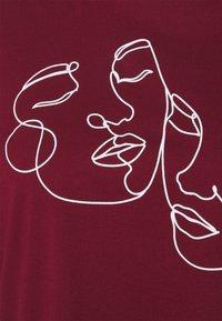 Even&Odd Curvy - Print T-shirt - bordeaux - 4