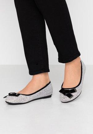 BRUNCHIE - Ballet pumps - black/white