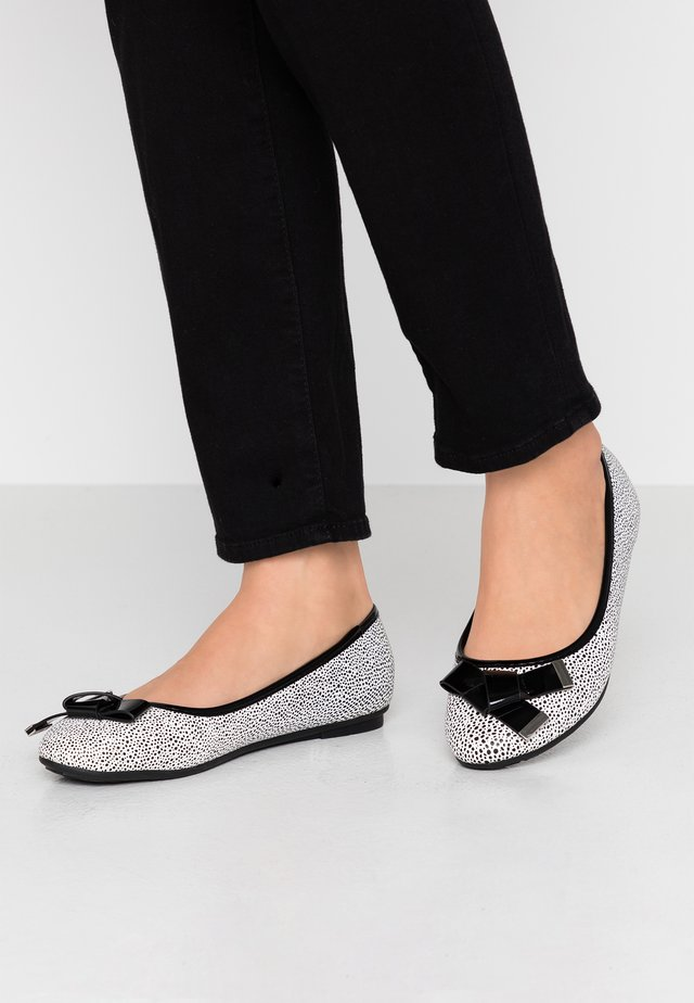 BRUNCHIE - Ballet pumps - black/white