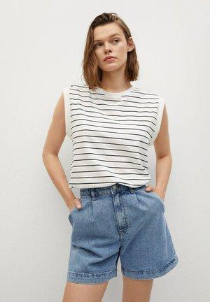 REGINA - Szorty jeansowe - middenblauw