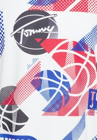 Tommy Jeans - BASKETBALL GRAPHIC TEE - Print T-shirt - white/multi - 2