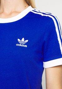 adidas Originals - T-shirts med print - team royal blue/white - 6