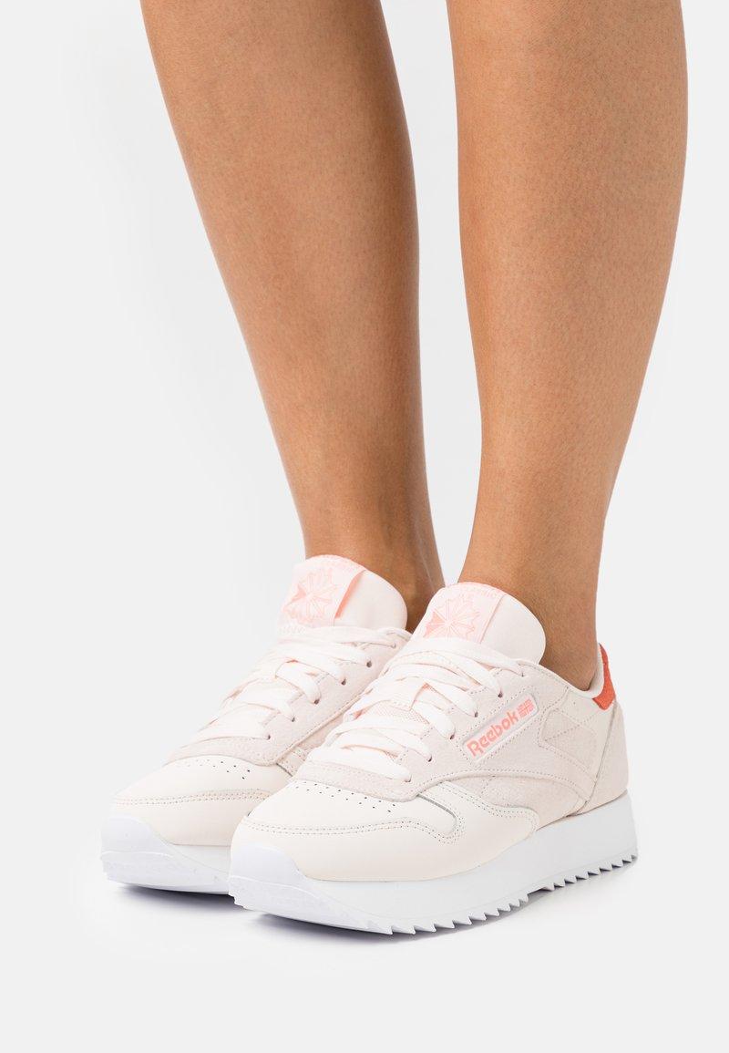 Reebok Classic - CLASSIC RIPPLE - Sneakersy niskie - chalk/classic white/morning fog