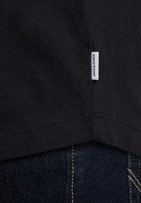 Jack & Jones - JJECURVED TEE O NECK - Basic T-shirt - black - 5