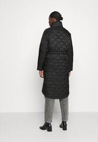 Hunter ORIGINAL - WOMENS REFINED LONG QUILTED COAT - Zimní kabát - black - 2