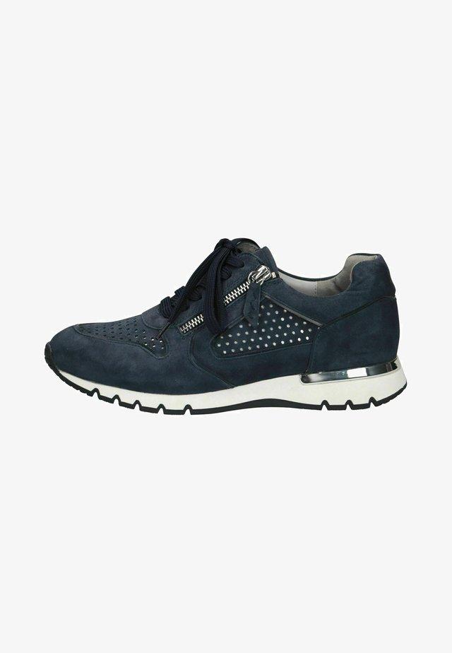Sneakers - ocean comb