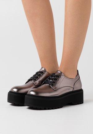 Šněrovací boty - gunmetal