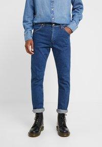 Wrangler - 11MWZ - Straight leg jeans - blue denim - 2