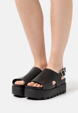 DANA - Sandalen met plateauzool - black