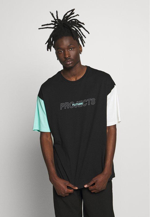 PROJECTS - Camiseta estampada - black