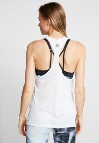 Reebok - GRAPHIC TEE - Sportshirt - white - 2