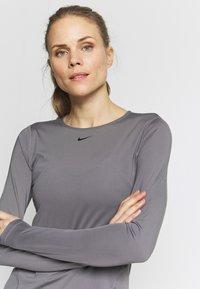 Nike Performance - ALL OVER - Sports shirt - gunsmoke/black - 4
