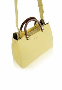 Inyati - INITA - Handbag - lemon sorbet - 3