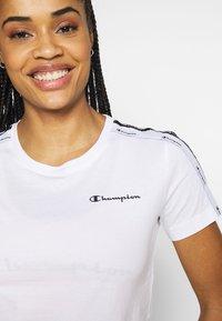 Champion - CREWNECK LEGACY - T-shirts med print - white - 5