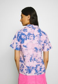 Neuw - ACID HOUSE - Button-down blouse - flamingo blue - 2
