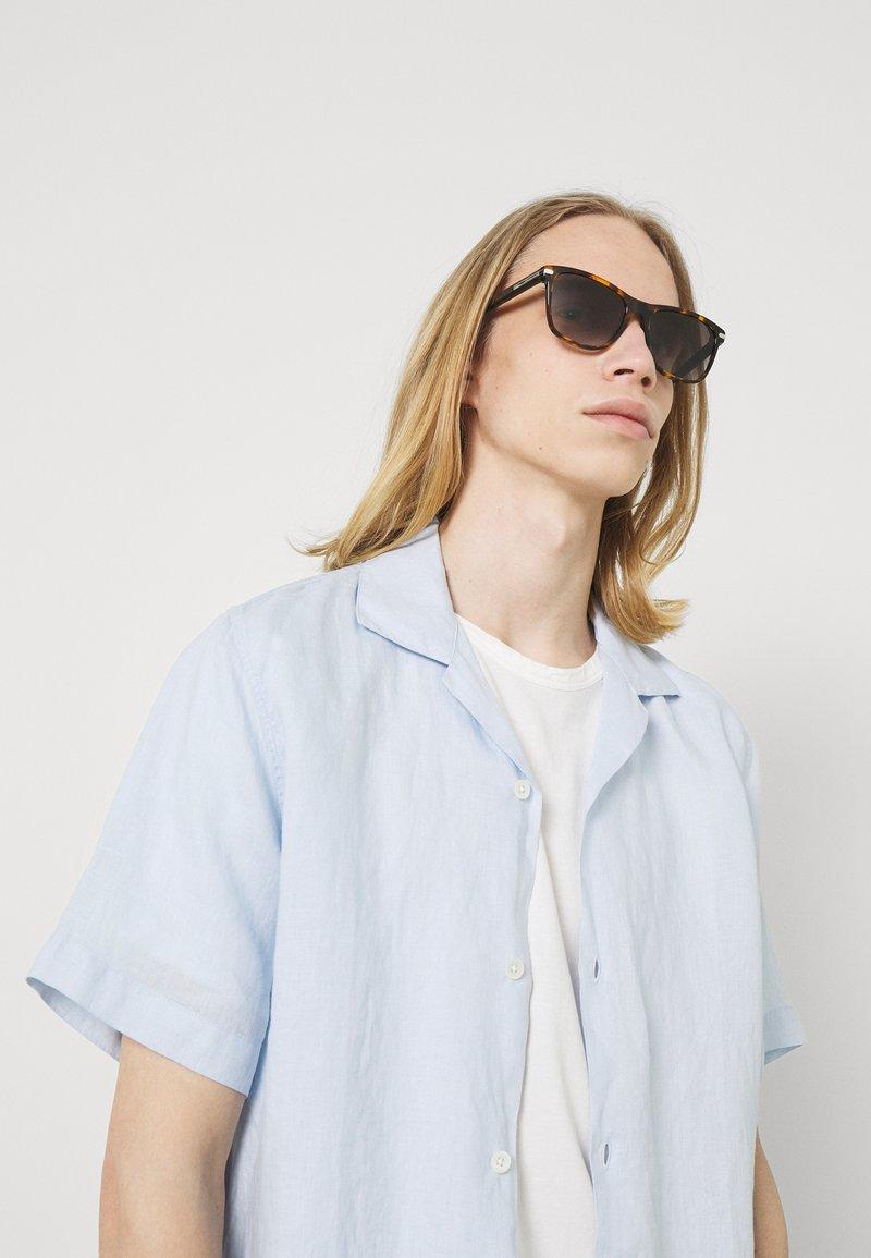 Salvatore Ferragamo - UNISEX - Sluneční brýle - brown/black